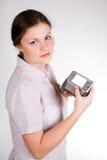Muchacha bonita con un smartphone Imágenes de archivo libres de regalías
