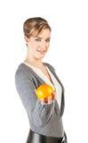 Muchacha bonita con una naranja Imagen de archivo libre de regalías