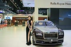 Muchacha bonita de Rolls Royce en el 36.o salón del automóvil internacional 2015 de Bangkok Imágenes de archivo libres de regalías