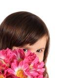 Muchacha bonita de tres años con las flores Imagenes de archivo