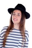 Muchacha bonita del adolescente con el sombrero negro que presenta en el estudio Imágenes de archivo libres de regalías