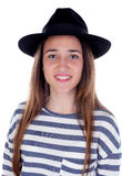 Muchacha bonita del adolescente con el sombrero negro que presenta en el estudio Imagen de archivo libre de regalías