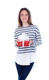 Muchacha bonita del adolescente con un presente rojo Foto de archivo