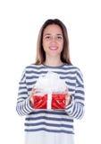 Muchacha bonita del adolescente con un presente rojo Fotografía de archivo libre de regalías