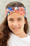 Muchacha bonita del adolescente con una venda florecida Imagen de archivo