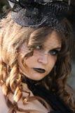 Muchacha bonita del goth con un sombrero negro Imágenes de archivo libres de regalías