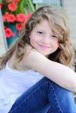 Muchacha bonita del preadolescente con el pelo largo Imagen de archivo libre de regalías