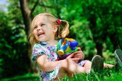 Muchacha bonita en el parque Imágenes de archivo libres de regalías