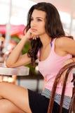 Muchacha bonita en un café Imagenes de archivo