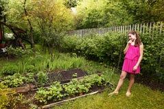 Muchacha bonita en vestido rosado del verano Fotos de archivo libres de regalías