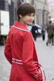 Muchacha bonita joven en capa roja Fotografía de archivo libre de regalías
