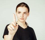 Muchacha bonita joven que señala en el fondo blanco, concepto de la gente de la ciencia del negocio Foto de archivo libre de regalías