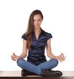 Muchacha bonita meditating Imagen de archivo