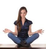 Muchacha bonita meditating Fotografía de archivo libre de regalías