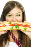 Muchacha bonita que come una hamburguesa Imagenes de archivo