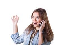 Muchacha bonita que habla en el teléfono Fotografía de archivo
