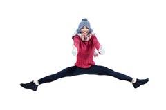 Muchacha bonita que salta con mostrar los pulgares para arriba Foto de archivo