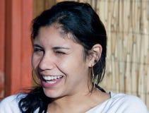 Muchacha bonita que sonríe y que bizquea Fotografía de archivo libre de regalías
