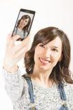 Muchacha bonita que toma un selfie Fotografía de archivo libre de regalías