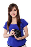 Muchacha bonita y su cámara Imagen de archivo libre de regalías