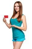 Muchacha brillante adolescente que sostiene la tarjeta de crédito Fotografía de archivo