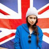 Muchacha británica con la bandera de Union Jack Imagen de archivo