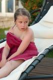 Muchacha cansada después de una piscina Fotografía de archivo libre de regalías