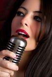 Muchacha cantante foto de archivo libre de regalías