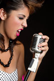 Muchacha cantante imagenes de archivo