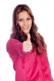 Muchacha casual que dice muy bien con el foco en el finger Imagenes de archivo