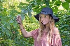 Muchacha caucásica adolescente sonriente Imagen de archivo