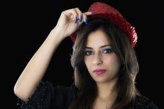Muchacha caucásica joven con el sombrero rojo Fotos de archivo