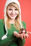 Muchacha caucásica con el ornamento de la Navidad Imagen de archivo libre de regalías