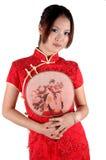 Muchacha china en alineada del traditonal con el ventilador Imagen de archivo