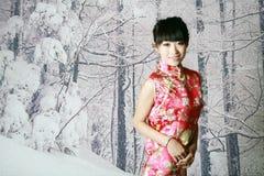 Muchacha china en las escenas de la nieve Foto de archivo libre de regalías