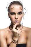 Muchacha cibernética hermosa con maquillaje negro aislada en el backgr blanco Foto de archivo libre de regalías
