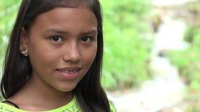 Muchacha colombiana al aire libre metrajes