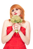 Muchacha con bróculi en la alineada roja aislada Imagen de archivo