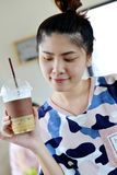 Muchacha con café Imagen de archivo libre de regalías