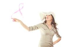 Muchacha con conocimiento rosado del cáncer de pecho de la cinta Foto de archivo
