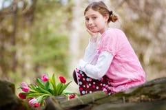 Muchacha con de los tulipanes Imágenes de archivo libres de regalías