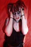 Muchacha con demostraciones del horror del zombi del maquillaje Fotografía de archivo libre de regalías