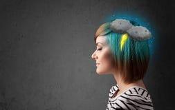 muchacha con dolor de cabeza del relámpago de la tempestad de truenos Fotos de archivo libres de regalías