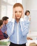 Muchacha con dolor de cabeza en la escuela Foto de archivo libre de regalías