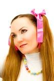 Muchacha con dos colas y cintas rosadas Imagenes de archivo