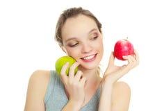 Muchacha con dos manzanas Imagen de archivo