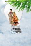 Muchacha con el árbol de navidad Feliz Año Nuevo Fotos de archivo