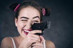 Muchacha con el arma Foto de archivo libre de regalías