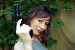 Muchacha con el arma Fotos de archivo libres de regalías