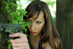 Muchacha con el arma Fotografía de archivo libre de regalías